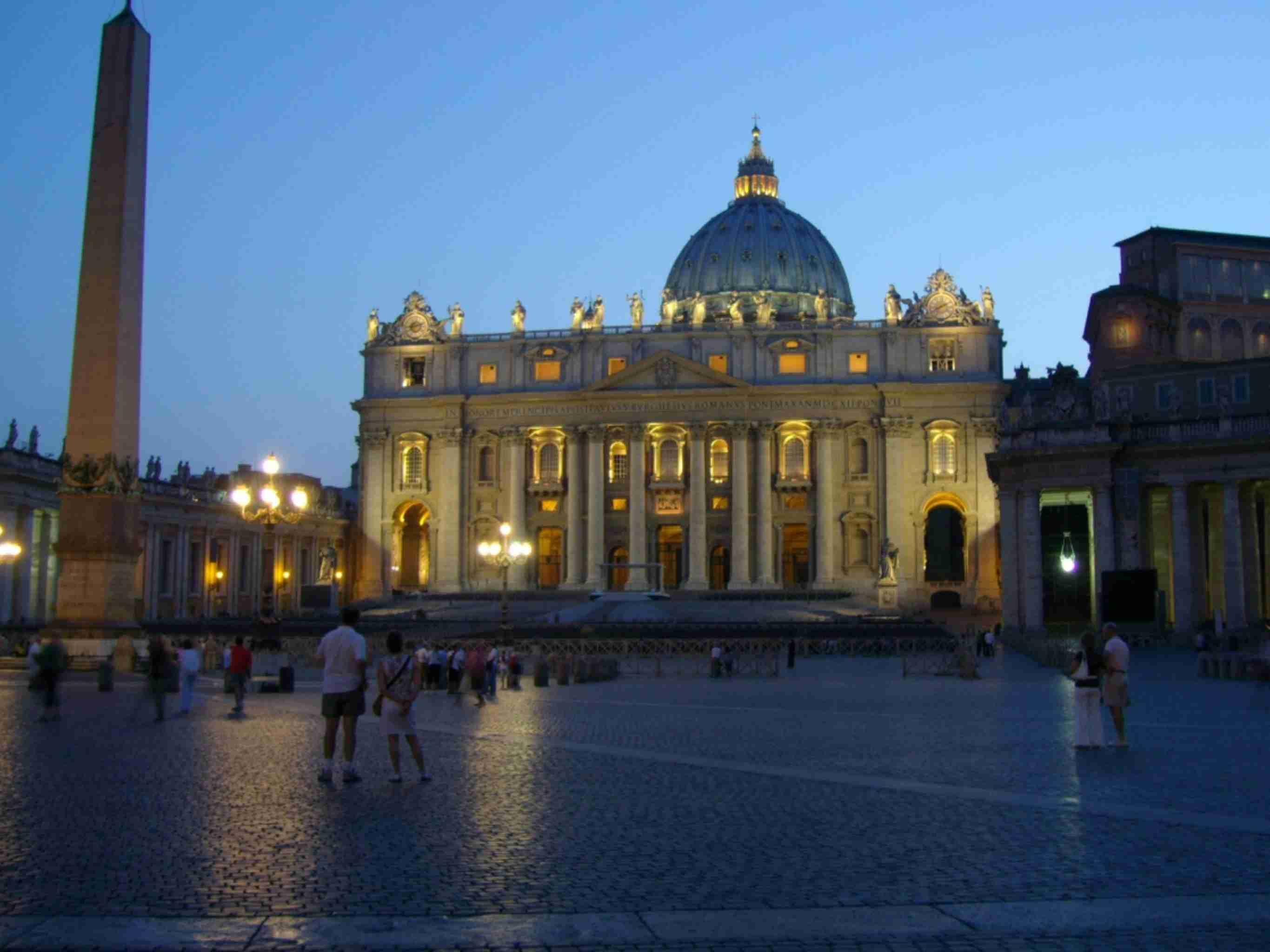Vatican at night discountholiday1